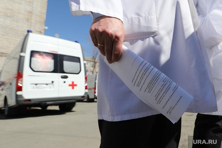 Главу РФ просят запретить уголовные дела против врачей при COVID. «Работают фактически наощупь»