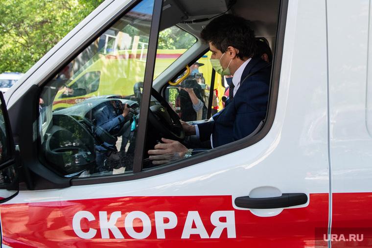 Мэр Екатеринбурга сел за руль скорой помощи для больных COVID. ФОТО