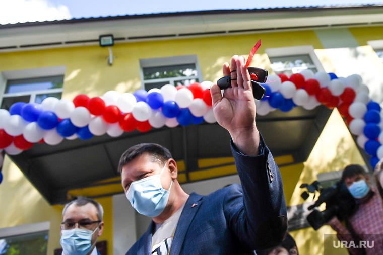 Передача автомобилей Скорой медицинской помощи бригадам медиков. Екатеринбург