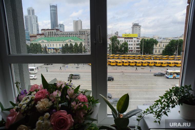 Мэрию Екатеринбурга просят купить автобусы у компании Дерипаски. Ранее у них загорались двигатели
