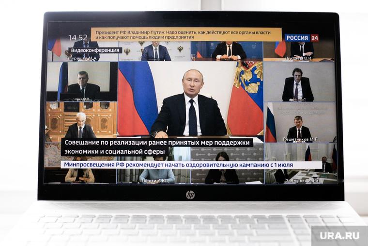 Путин швырнул на стол ручку на совещании по пожарам. ВИДЕО