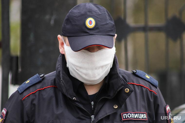 Россиянка укусила полицейского в ответ на замечание из-за маски
