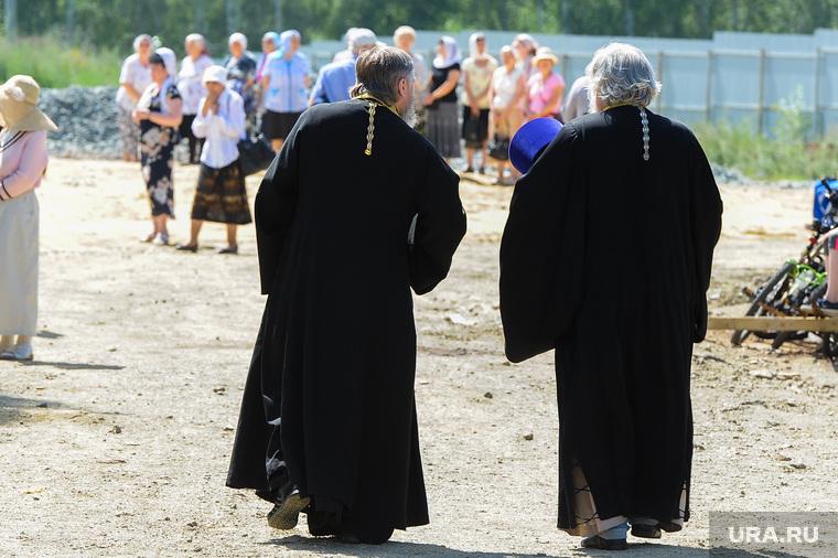 Священник и похоронщики ушли на карантин из-за покойника с COVID