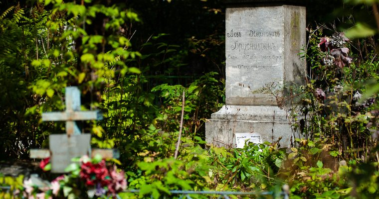 Сургут вандалы разгромили кладбище видео