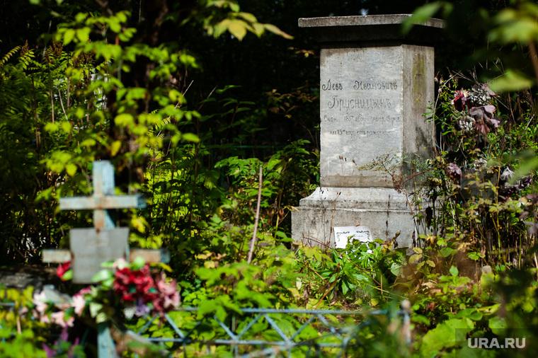В ХМАО вандалы разгромили мусульманское кладбище. ВИДЕО
