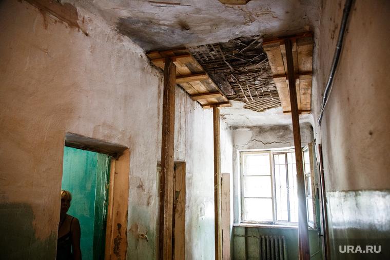 В Кургане в жилом доме обрушились перекрытия