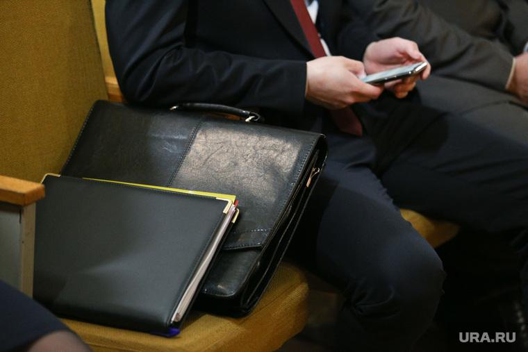 В Свердловской области ужесточают ценз для кандидатов в мэры. В городах ждут кадровый кризис