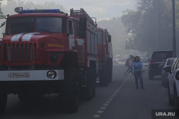В Тюмени крупный пожар в бизнес-центре. ВИДЕО