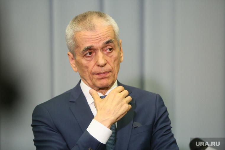 Онищенко оценил вероятность заразиться коронавирусом в подъезде