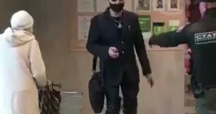 Челябинск мужчина танцовщица РЖД избили видео