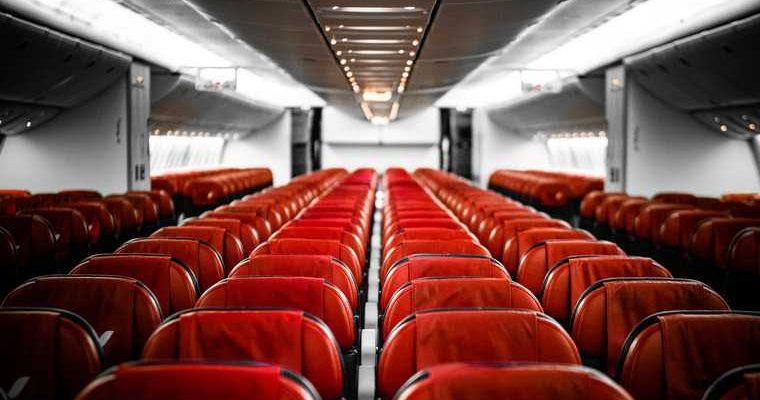 В самолете протекла крыша во время полета