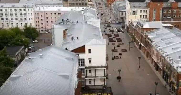 Екатеринбург юноша разбился упал крыша вайнера