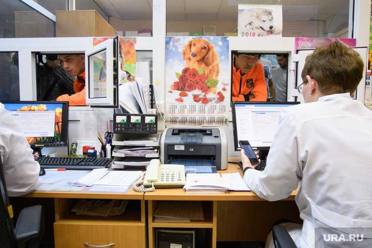 коронавирус Свердловская область выплаты медикам снижение зарплаты