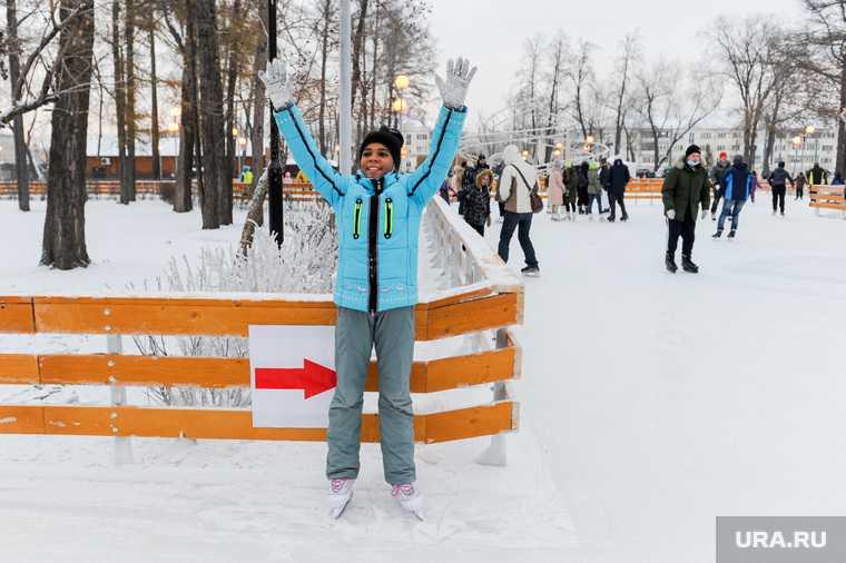 Алексей Текслер на открытии ледового катка в Челябинске в Парке им. В. В. Терешковой. Челябинск