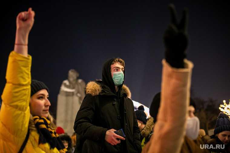 Россия протесты 21 апреля Алексей Навальный тюрьма Россия Николай Бондаренко депутат КПРФ Саратов
