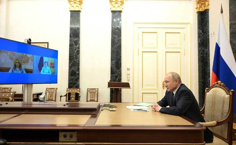 Путин дал сигнал оначале третьей волны коронавируса