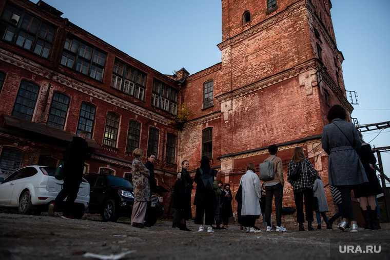 Фэшн-перформанс дизайнера Юры Помелова на заброшенной суконной фабрике. Свердловская область, Арамиль