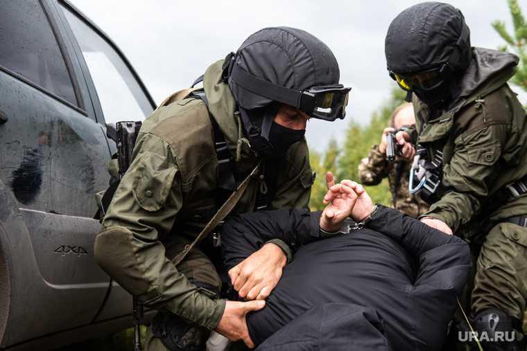 Екатеринбург стрелял мужчина раненые девочка