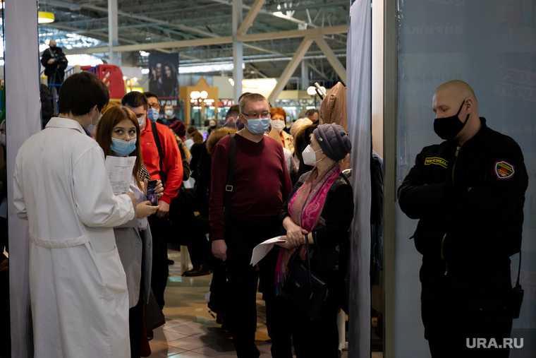 Центр мобильной вакцинации от COVID-19 в торговом центре «Дирижабль». Екатеринбург