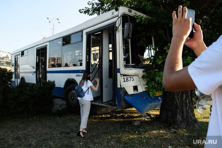в Лесном автобус въехал в толпу людей