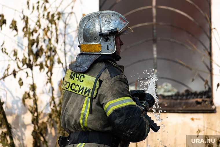 Екатеринбурге загорелись частные дома
